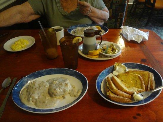 Mama Sally's South : breakfast