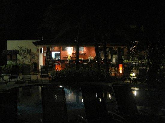 ibis Samui Bophut: Бар отеля на берегу