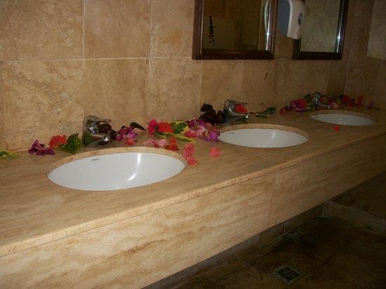 Grand Palladium Jamaica Resort & Spa: public washroom