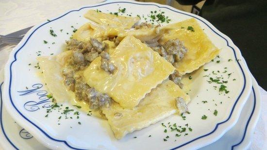 Hotel Ristorante Margherita: Tortelli tartufo e salsiccia di cinta