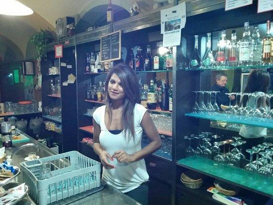 Monticelli d'Ongina, Italien: La barista del cdp