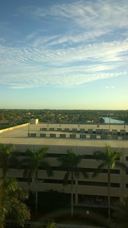 Doubletree by Hilton Sunrise - Sawgrass Mills: View from 4th floor illustrating the hotel parking garage