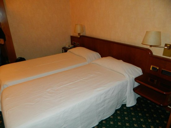 Hotel Ascot: Bed
