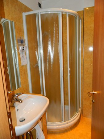 BEST WESTERN Hotel Ascot: Bathroom
