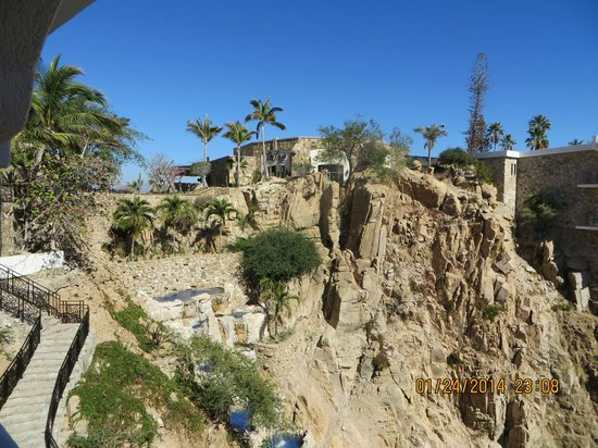 Sandos Finisterra Los Cabos: Waterfall and steps up to the restaurants.  We took the elevator!