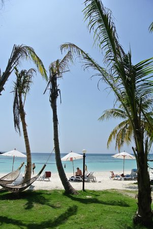Mali Resort Pattaya Beach Koh Lipe : Utanför bungalow