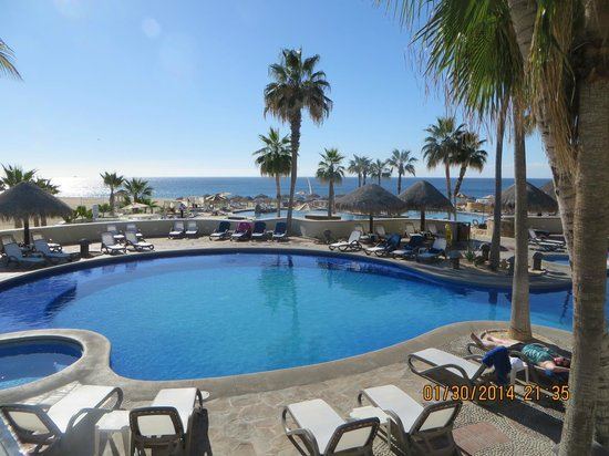 Sandos Finisterra Los Cabos: There are pools on 3 levels and then down to the beach