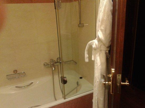 Electra Palace Hotel Thessaloniki : Bathroom