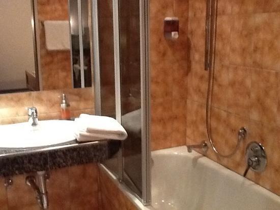Hotel und Gasthof zur Sonne: il bagno