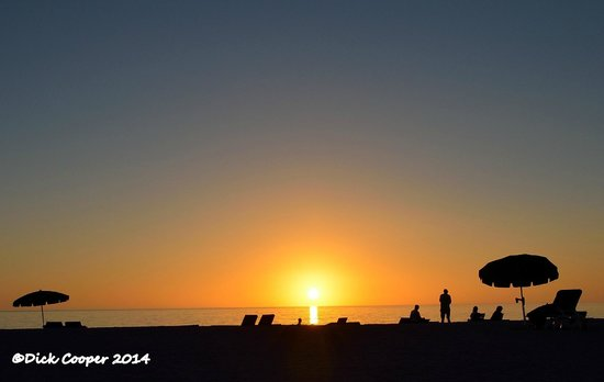 Limetree Beach Resort: Waiting for the Green Flash on Limetree beach