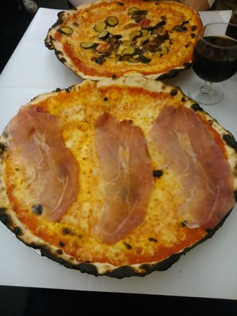 La Montecarlo: Pizza de Prosciutto y de Verduras. Buenísimas!!!