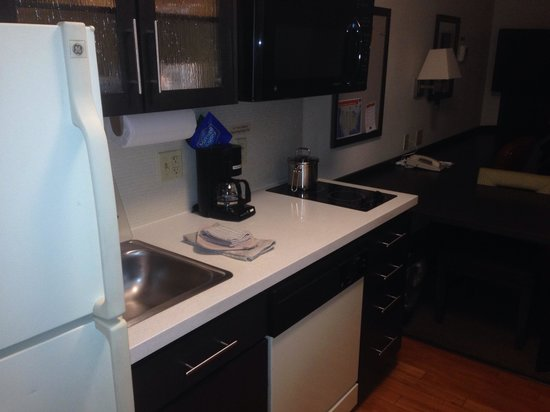 Candlewood Suites - Boston Braintree : Great kitchen