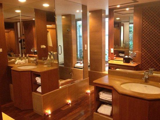 Nakamanda Resort & Spa: Bathroom!! So cozy!!