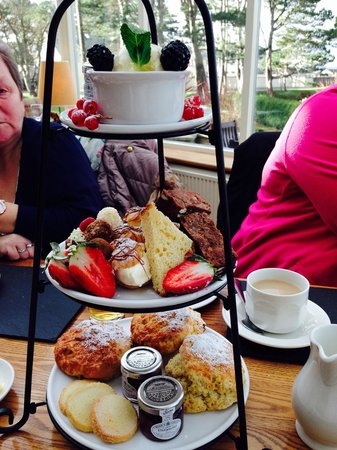 Golf View Hotel & Spa : Jam packed afternoon tea