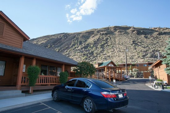 Yellowstone Village Inn: View of our building with a two bedroom suite