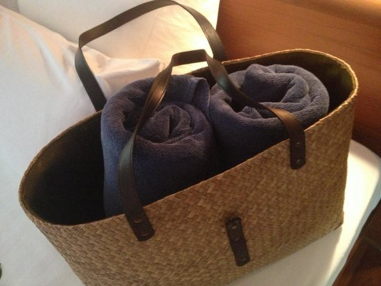 Nakamanda Resort & Spa: Towells in a beach bag in the room. Also available at the hotel SHOP at a very reasonable price.