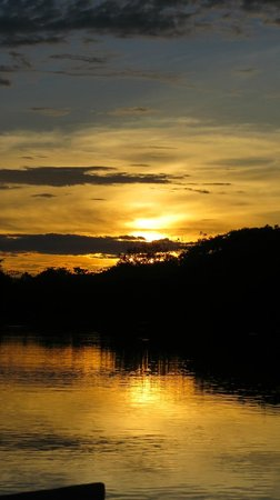 Maniti Expeditions Eco-Lodge & Tours Iquitos: The first sunset of the trip