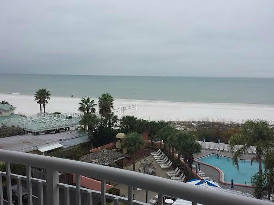 Beach House Suites by Loews Don CeSar: Gloomy day, but great view.