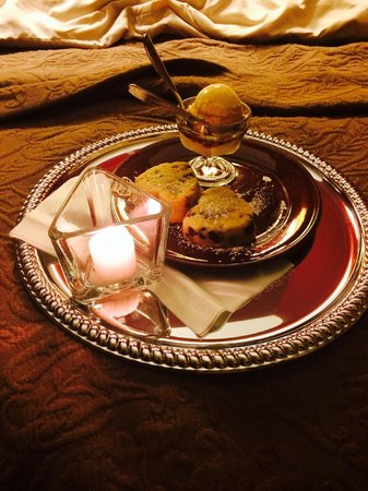 Hermann Hill Vineyard Inn & Spa and River Bluff Cottages : The evening dessert delivered to your room