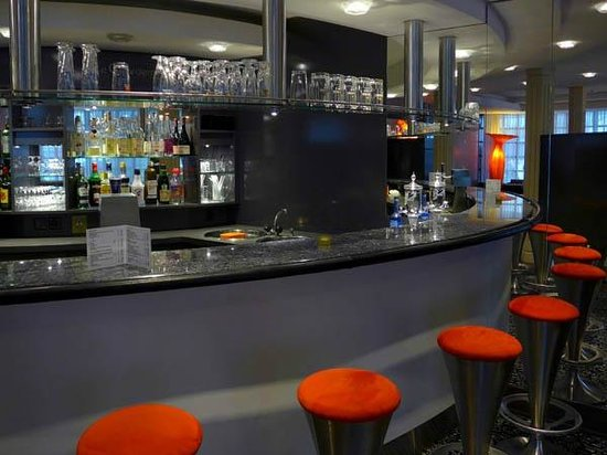 Grand Hotel Les Endroits: Bar lounge