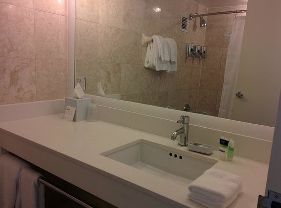 Four Points by Sheraton Miami Beach : Bathroom