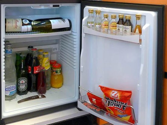 Grand Hotel Les Endroits: Room #133 - mini bar in the room