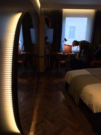 The Hoxton, Shoreditch : kamer met spiegel