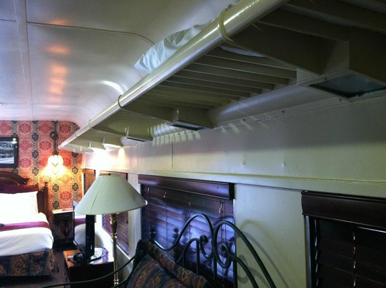 Chattanooga Choo Choo: Original Overhead luggage racks in room