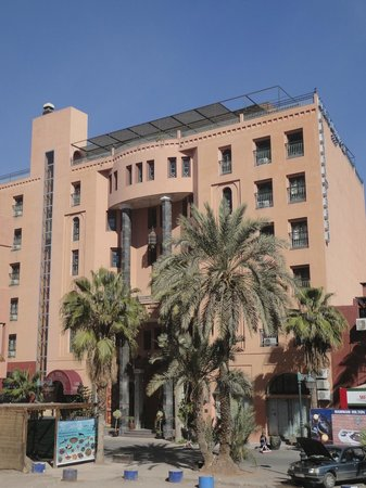 Diwane Hotel : Front of the hotel