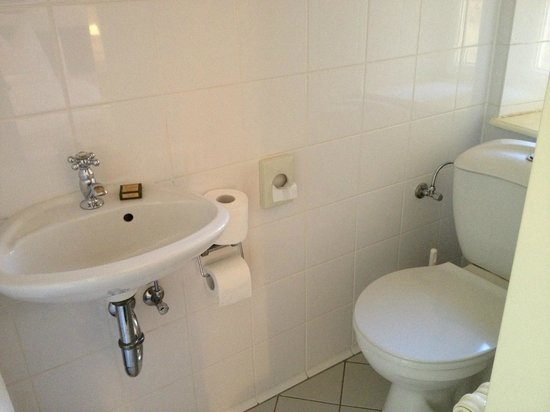 Hotel Olympic: Toilet (seperate from shower area)