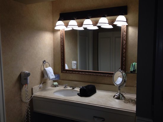 Ambassador Hotel Tulsa, Autograph Collection: Dressing area
