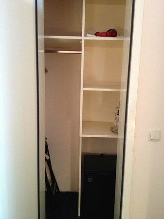 Hotel Olympic : Closet