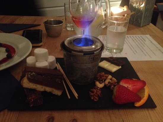 Lusty Glaze Beach Restaurant: Chocolate board with toast your own marshmallows! Yes please :)