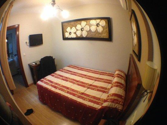 Hostal / Pension Rodri: Chambre - 1e etage - Fenetre vue sur patio