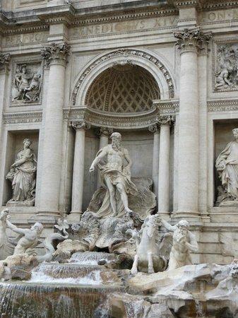 Trevi-Brunnen (Fontana di Trevi): Trevi...so beautiful!