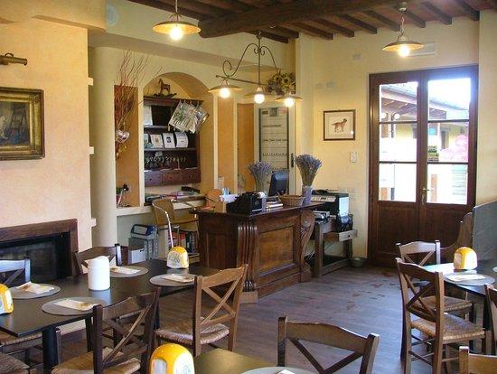 Antico Casale: Reception e colazione