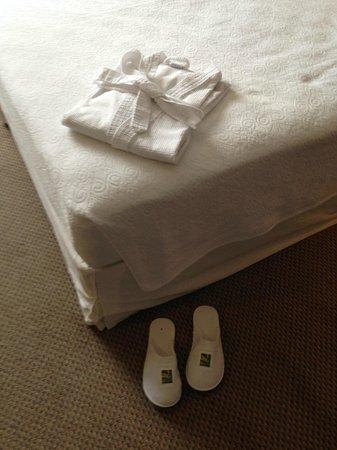 Quality Suites Alphaville: o quarto é separado da antesala por uma porta de correr