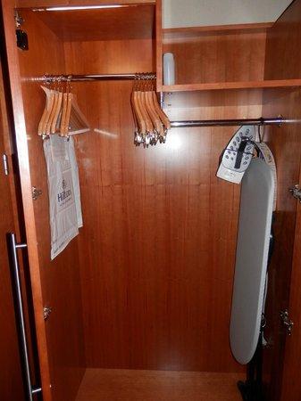 Hilton Prague: Closet