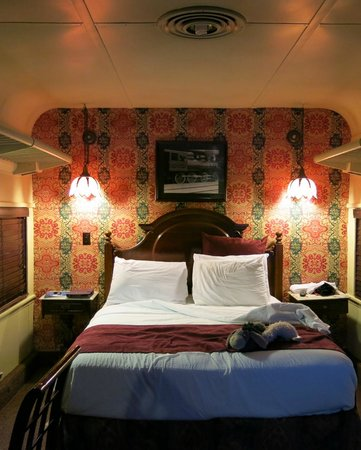 Chattanooga Choo Choo: Queen Bed Train Room