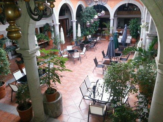 Mision Patzcuaro Centro Historico: La vista del balcón de mi habitación que daba al patio central