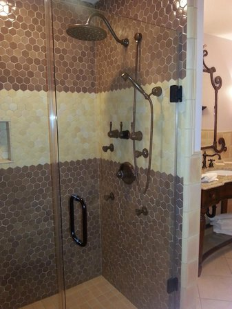 Inn BoonsBoro : Great shower