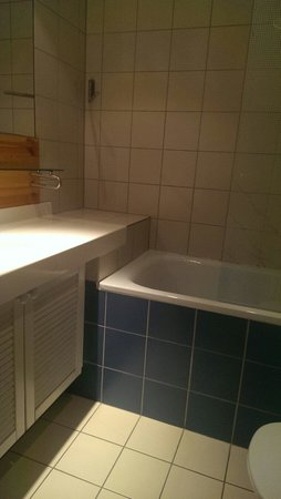 Quality Hotel & Suites Renen: Hotell Renen - bathroom