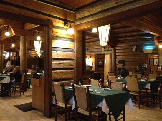 Lake McDonald Lodge: Dining room.