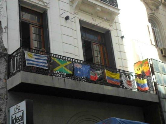 Ideal Social Hostel: vista desde calle Suipacha