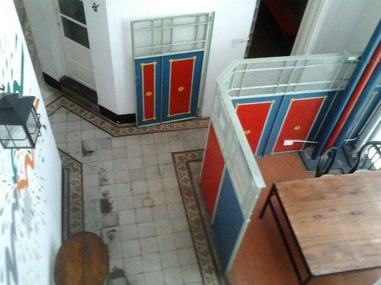 Ideal Social Hostel: bajando las escaleras