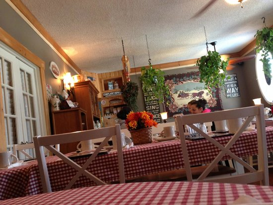 Vermont Apple Pie Bakery and restaurant : Cute dining area!