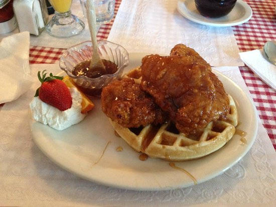 Vermont Apple Pie Bakery and restaurant: Chicken and waffles, yum!