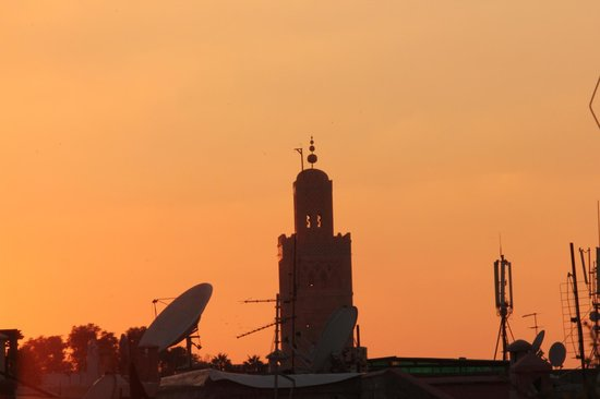 Riad Al Karama : soleil couchant sur la Koutoubia, photo pris de la terrasse