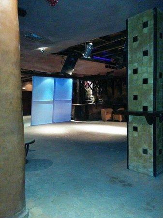 Odyssee Resort & Thalasso : La discothèque le samedi 8 au soir ...à l'heure du minidisco : vide !