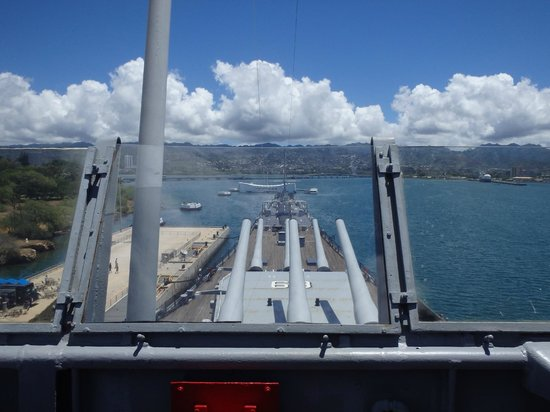 Battleship Missouri Memorial: Over looking the ARIZONA